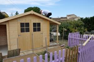 Le cabanon du jardin, suite...  JPi est monté sur son toit pour... dans FRANCE l'Uzège DSC_0006-300x199